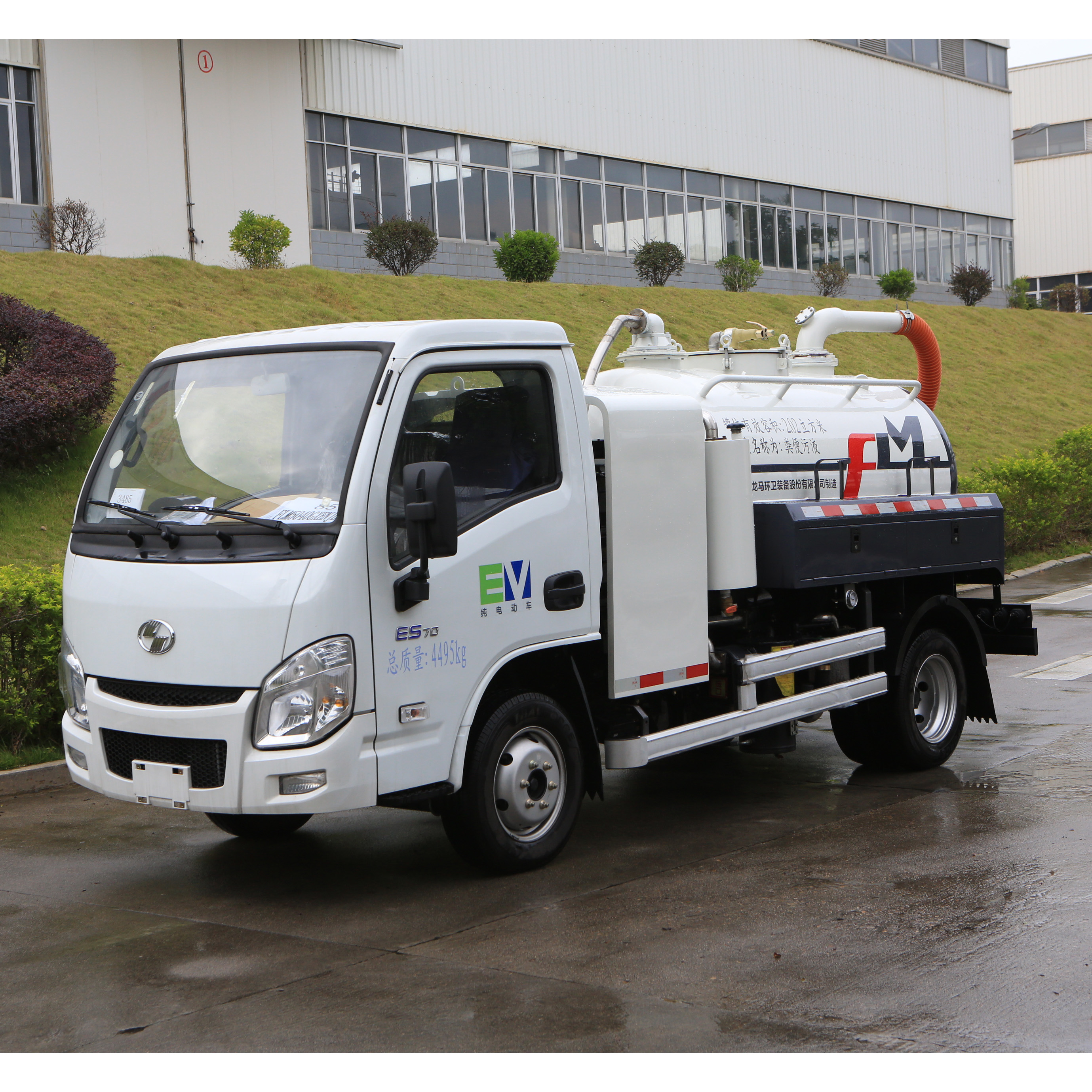 Functional configuration and features of FULONGMA's latest pure electric sewage suction truck