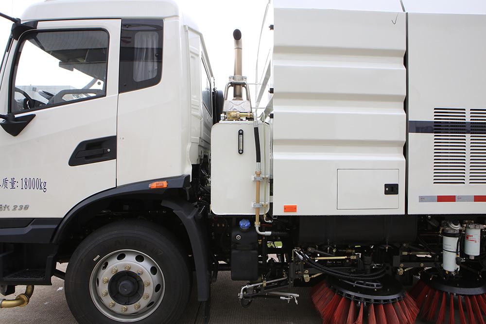 vehículo de lavado y barrido de carreteras