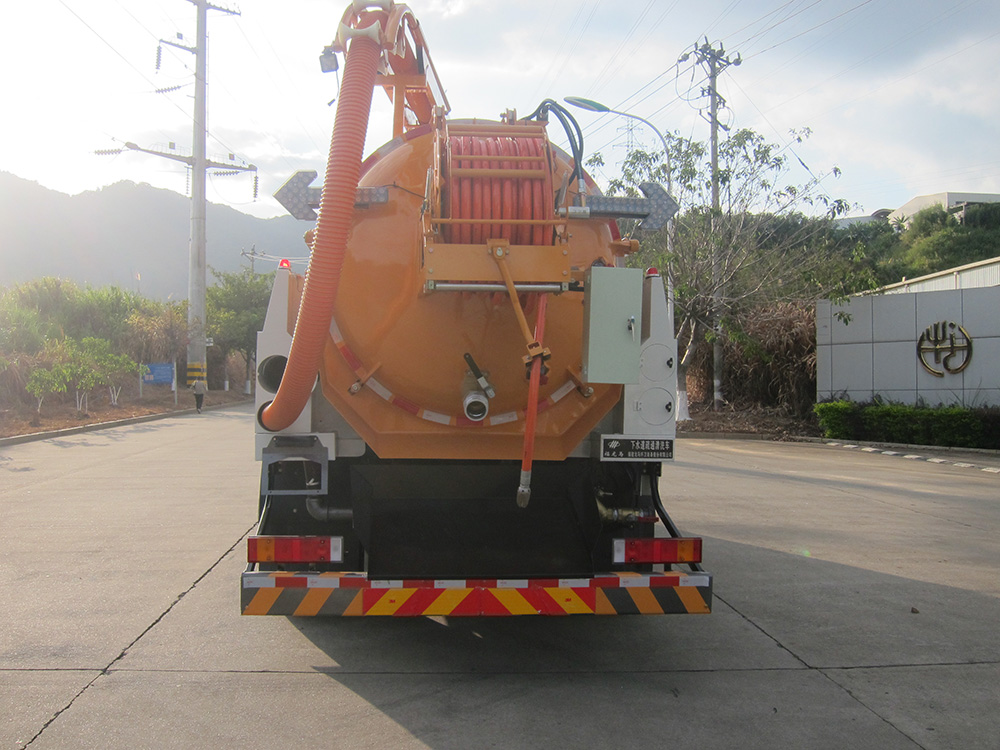 sewer high-pressure cleaning dredge vehicle
